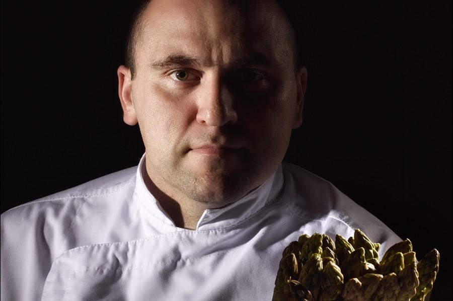 Pour la carte du restaurant gastronomique du Clair de la Plume à Grignan, restaurant 1 macaron Michelin, le chef J. Allano joue la carte de la fraîcheur